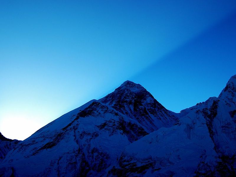 Sunrise-everest-decelles_3671_990x742
