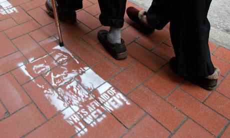 People-in-Hong-Kong-walk--008