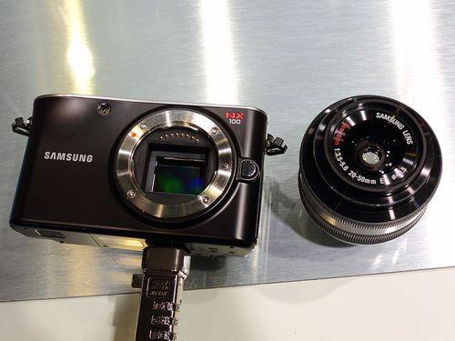 800px-Samsung_NX100