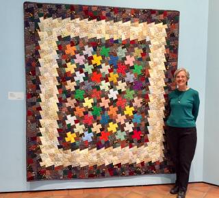Leslie Boss with her quilt  full shot